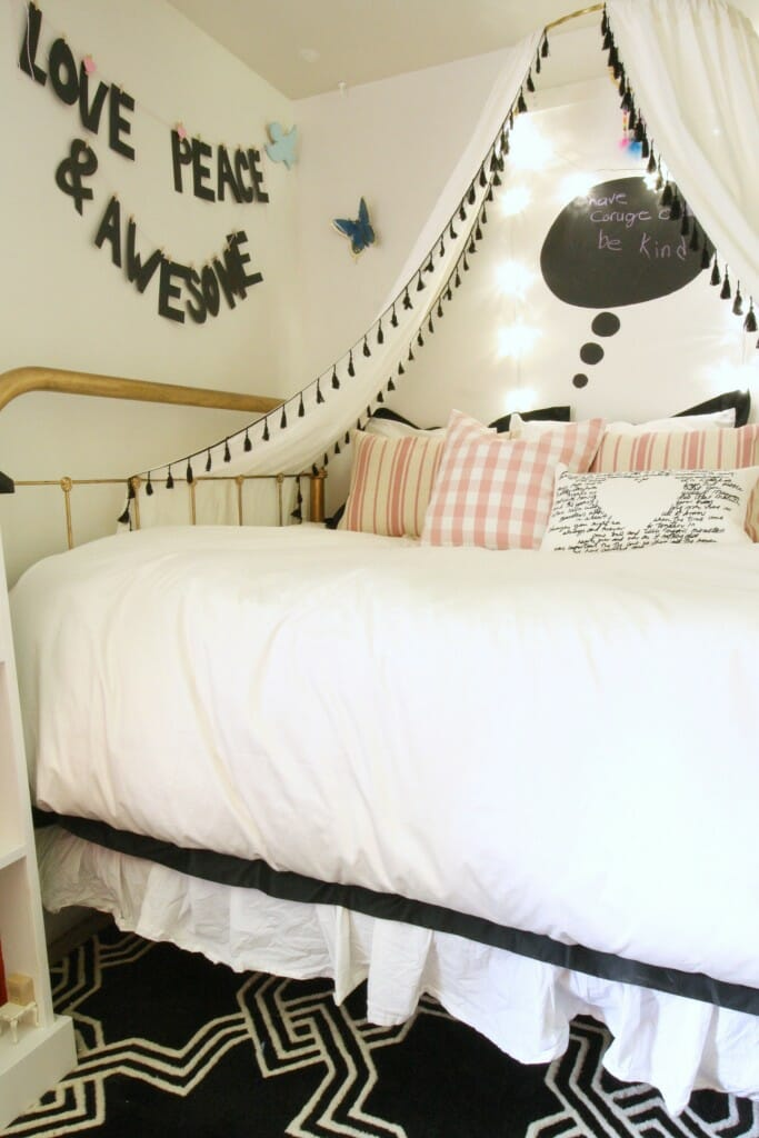 Emmy's bedding in black and white