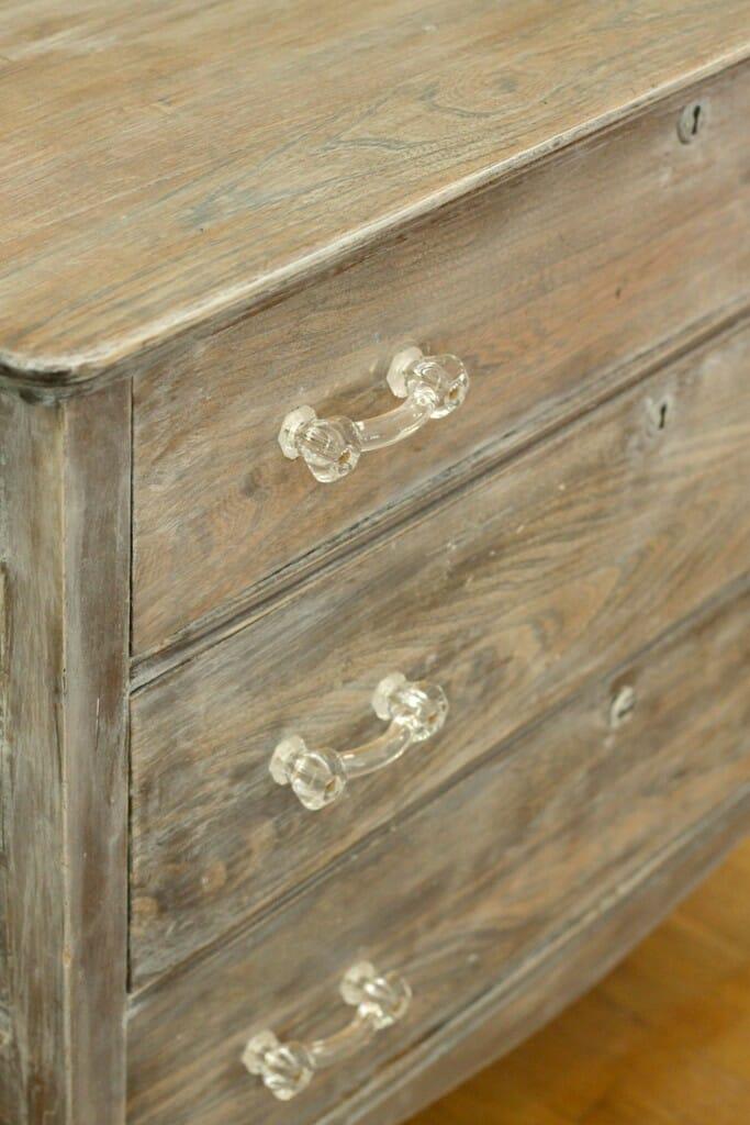 dresser angled view hardware