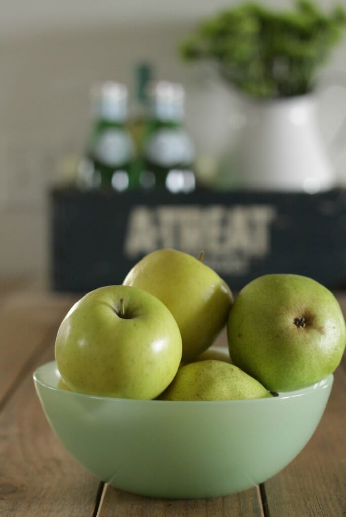 Jadeite bowl with pears and apples