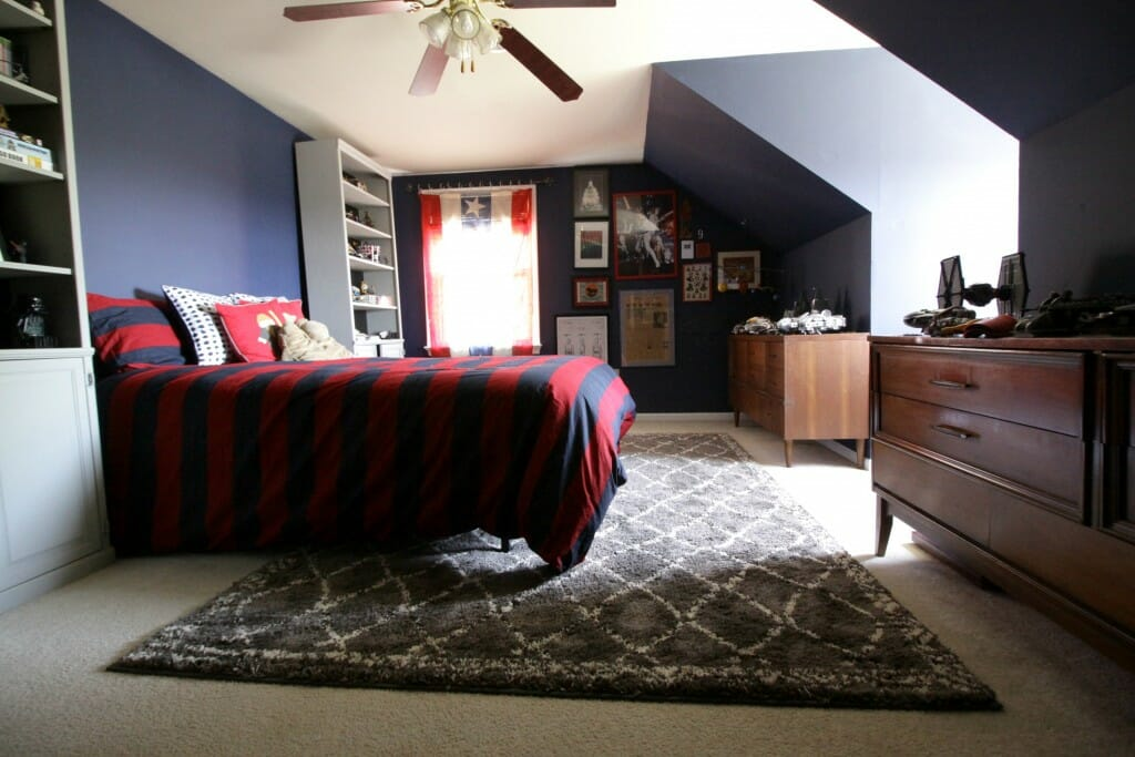Gray Moroccan Rug in Tween Bedrom