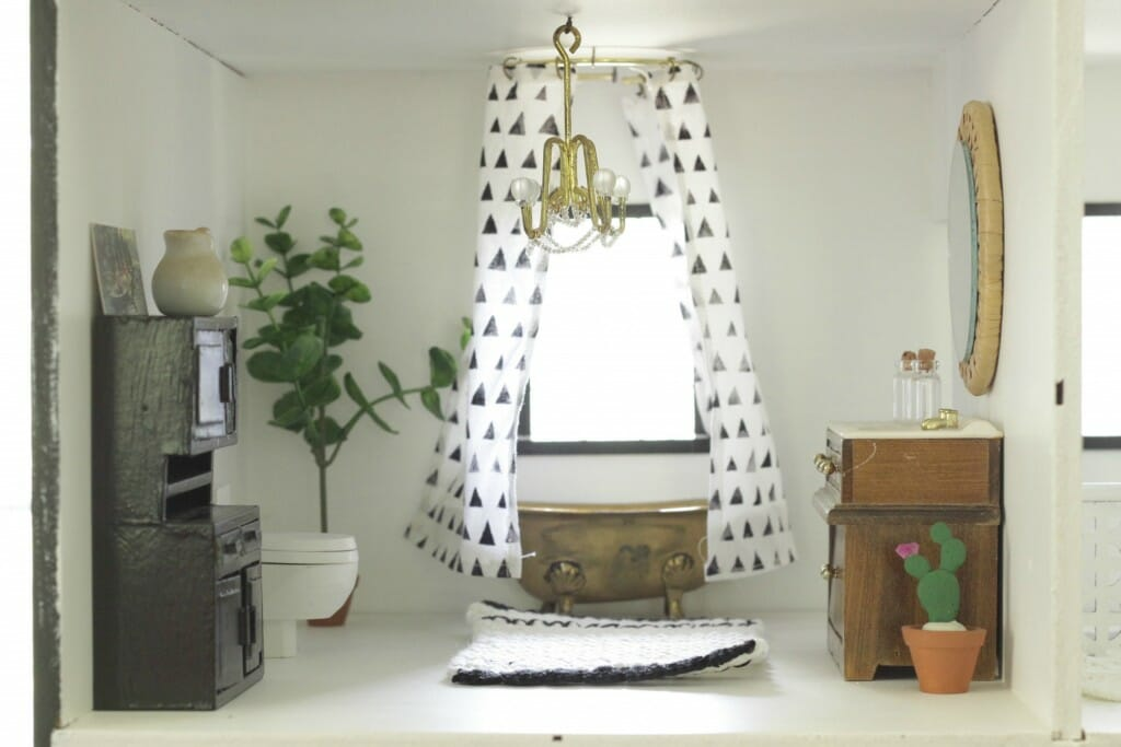 Dollhouse bathroom in black in white- scandinavian design