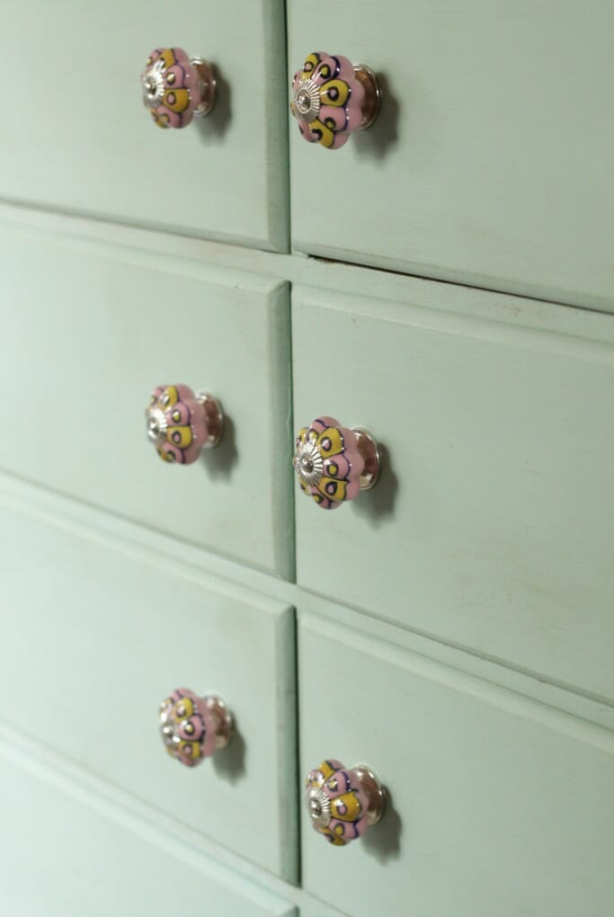 Sweet Mint Dresser Details