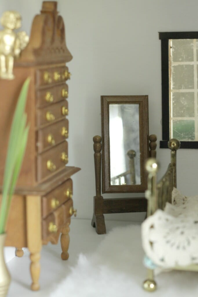 Dollhouse Bedroom Cheval Mirror